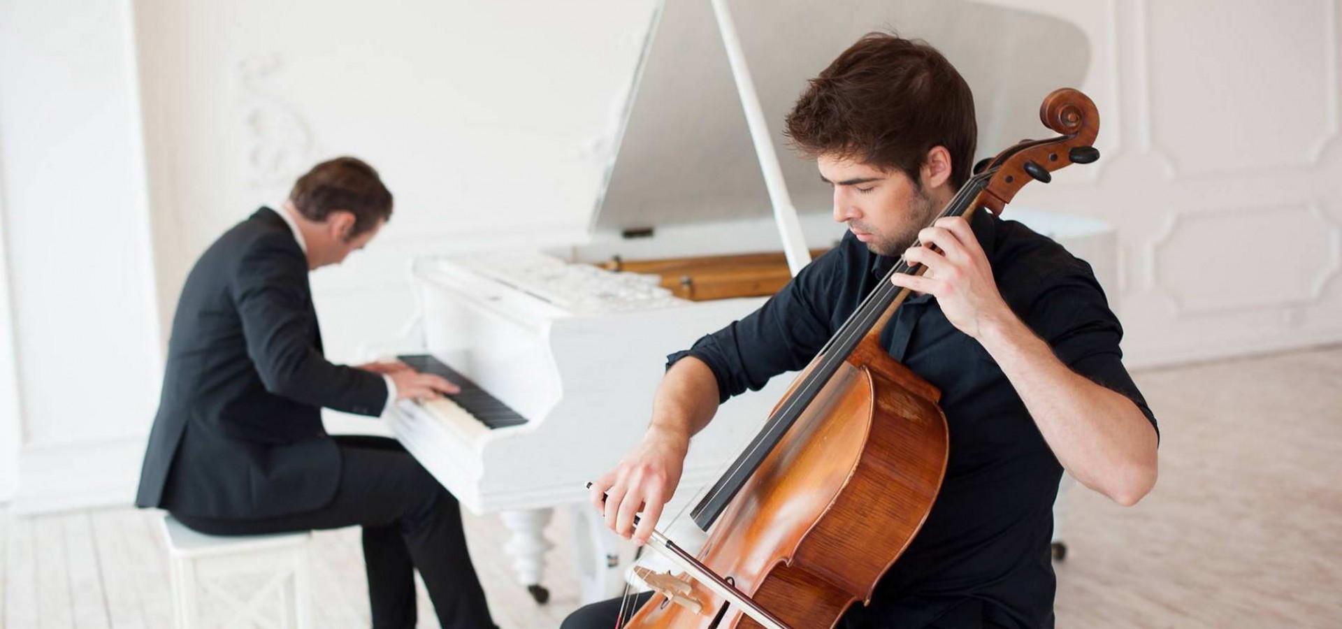 2sounds. Даниил Шавырин (виолончель). Николай Хоменко (фортепиано). Концерт в оранжерее фото