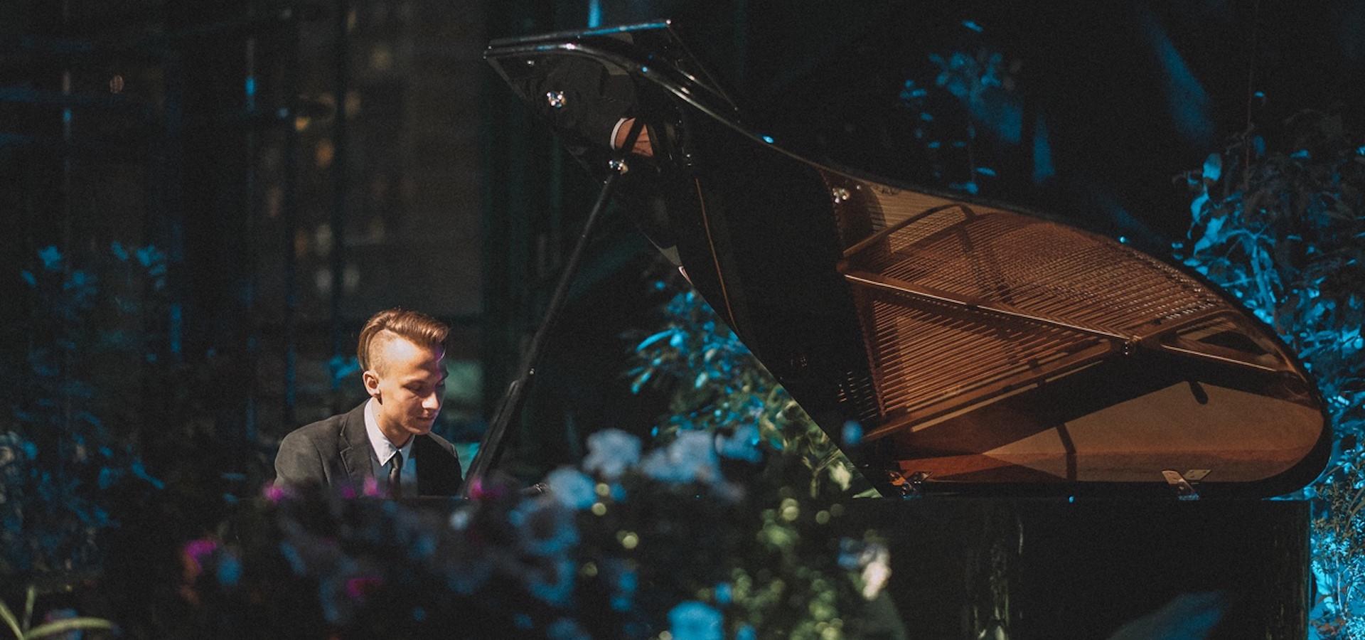 Илья Поляков (фортепиано). Почувствуй цвет! Концерт в оранжерее фото